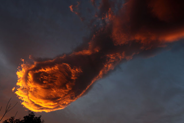 unusual-cloud-formation-fist-hand-of-god-portugal-2-718x479