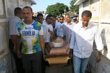 Wagner Honório Lopes foi enterrado na tarde deste domingo, em Inhaúma. (Foto: Ricardo Rigel/ Extra)