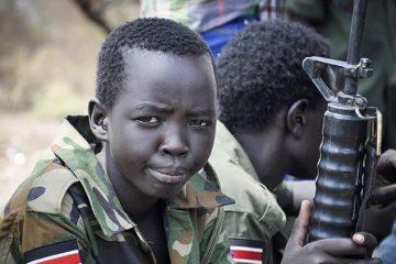 Mais de 10 mil garotos já foram sequestrados pelo Boko Haram e sofreram todo tipo de abuso para serem transformados em 'soldados jihadistas'. (Foto: TakePart)